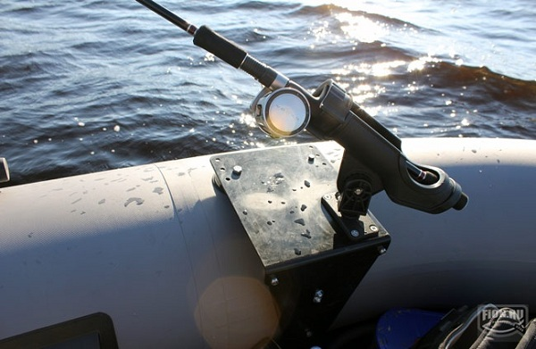 Крепления для удочек на лодке