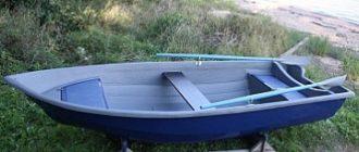 Пластиковая лодка для рыбалки