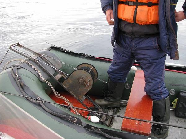 Установка лебедки на лодку