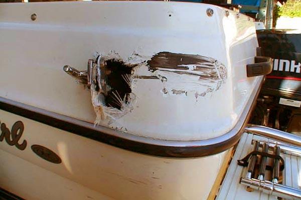 Ремонт пробоины на пластиковой лодке